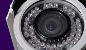 Eine hochauflösende Kamera mit integrierter Beleuchtung für die präzise Videoüberwachung
