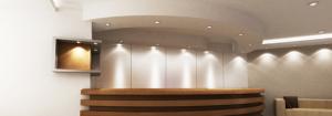 Ein optimal und stimmungsvoll ausgeleuchteter Lobbybereich